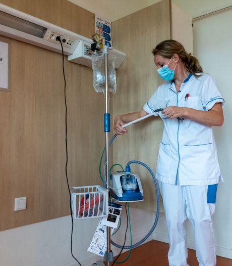 Dit gebeurt er op de corona-afdeling van het Deventer Ziekenhuis: 'Hier moet je nóg meer nadenken'