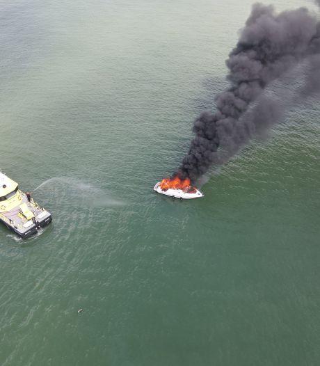 Jachtje brandt uit op Westerschelde, opvarenden van boord gehaald