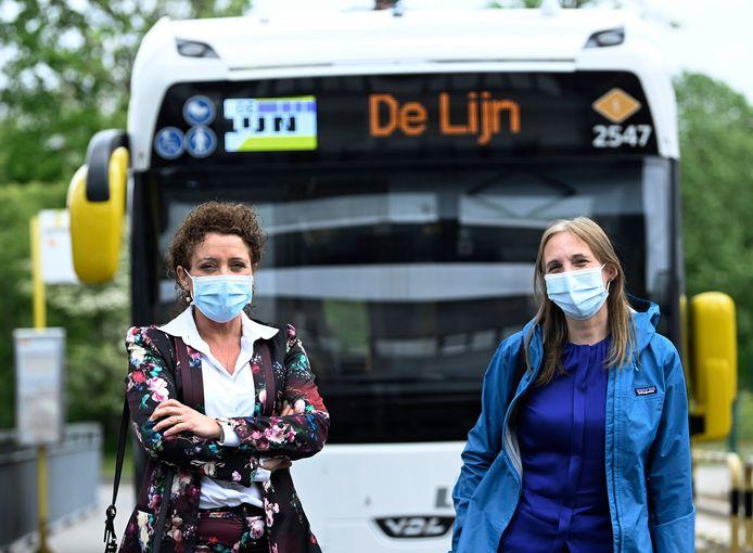 Vlaams minister voor Mobiliteit en Openbare Werken Lydia Peeters en directeur-generaal van De Lijn Ann Schoubs  maakten vandaag een testrit in de nieuwe e-bus van de stad Antwerpen.
