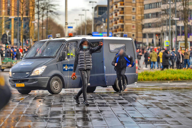 Hobbyrapper Stanley (24) uit Eindhoven werd het gezicht van de rellen.  Beeld ANP