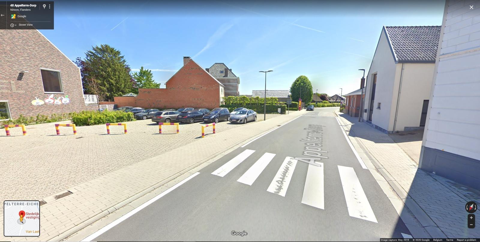 Op de woning naast De Oogappel in Appelterre werd er ook een opschrift achtergelaten.