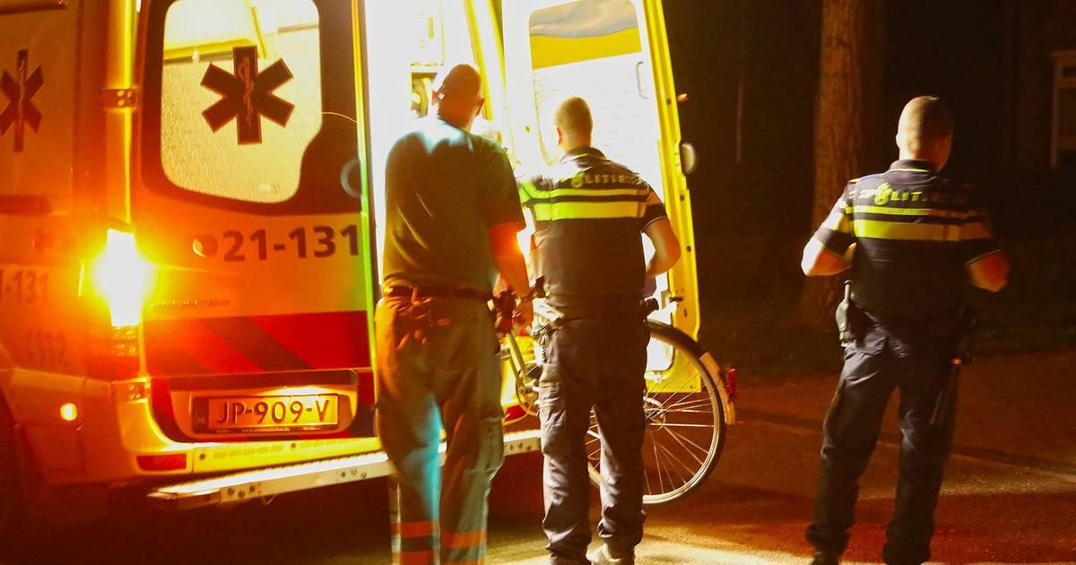 Fietser gewond bij ongeluk in Oss, ook fiets per ambulance naar ziekenhuis.