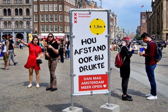 Een informatiebord in het centrum van Amsterdam.