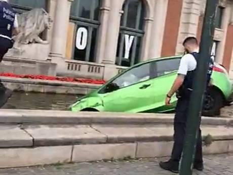 Un jeune conducteur confond l'accélérateur et le frein et emboutit la fontaine Bockstael