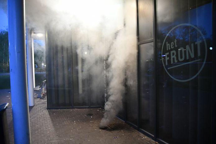 Aan de Burgermeester Koetjestraat in Vroomshoop is in een put brand ontstaan. Bij de brand kwam erg veel rook vrij.