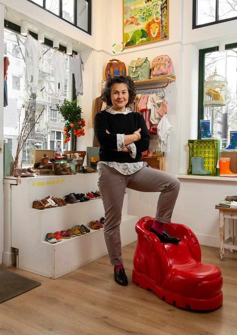 Zippy Klumperbeek (43), eigenaar van Zippy's kinderschoenen. Beeld Susanne Stange