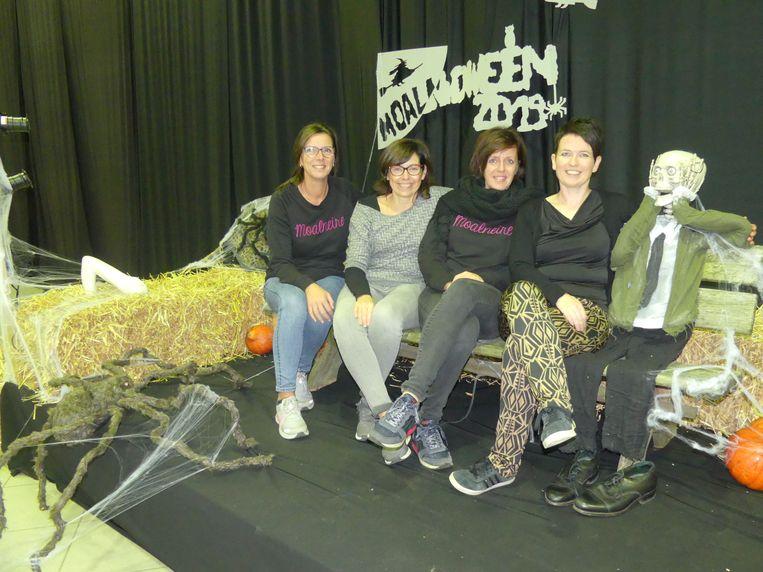 Sabine Deleersnyder, Nathalie Colpaert, Julie De Mulder en Fanny Dierick zijn klaar voor Moalnoween.