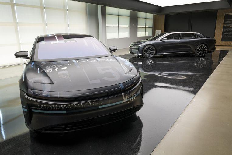 De Air, het eerste model van de Amerikaanse fabrikant van elektrische auto's Lucid, moet ruim 800 kilometer ver komen op een acculading. Beeld Bloomberg via Getty Images