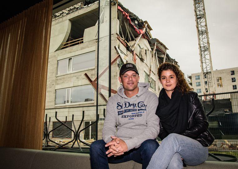 Dimitri De Koninck (34) en vriendin Michelle Gielens openden pas hun nieuwe zaak, restaurant Nebo. Omdat die vlak naast de school ligt, moesten ze tijdelijk sluiten van burgemeester De Wever (N-VA). Beeld Joel Hoylaerts / Photo News