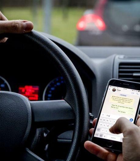 Zoveel boetes zijn er in jouw woonplaats uitgedeeld voor appen achter het stuur