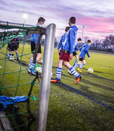 Voetbalclub Bladella wil geroyeerde spelertjes snel weer laten voetballen