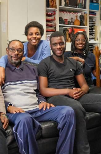 """107 dagen lag covid-patiënt Stanislas (61) in coma, nu is hij tegen alle verwachtingen in weer thuis: """"Ik heb de dood gesproken, maar hij vergat me mee te nemen"""""""