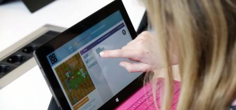 Deze Rotterdamse scholen zamelen laptops in zodat kinderen bij coronauitbraak thuis les kunnen krijgen