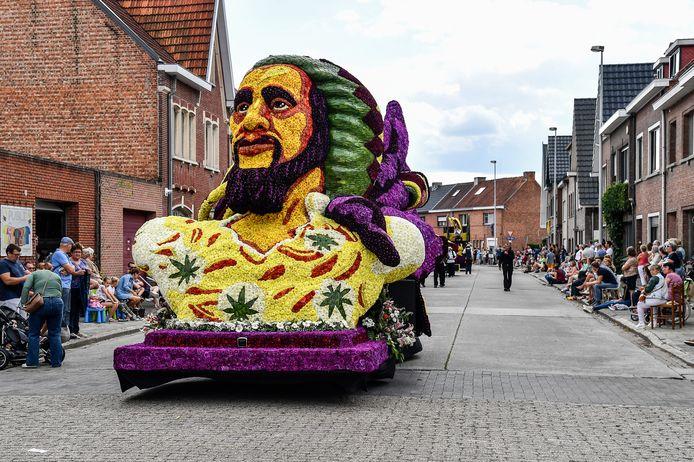 De Krammekes werkten tot laat in de nacht aan hun wagen, gekenmerkt door een grote Bob Marley-figuur.