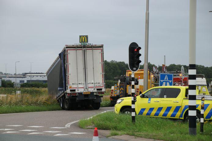 De trailer schoot los en kwam tot stilstand in de berm langs de toerit van de A28.