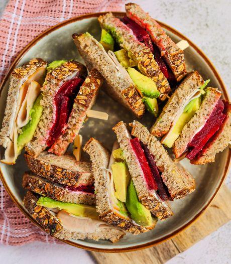Wat Eten We Vandaag: Club sandwich met avocado, biet en kip