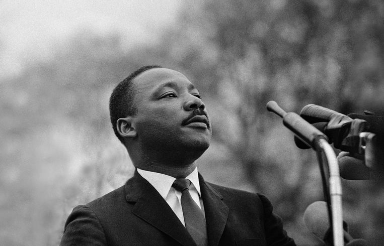 Dr. Martin Luther King spreekt tijdens de Selma to Montgomery March, 25 maart 1965. Beeld Getty Images