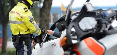 Amsterdammer aangehouden voor vernielen GGD-banners