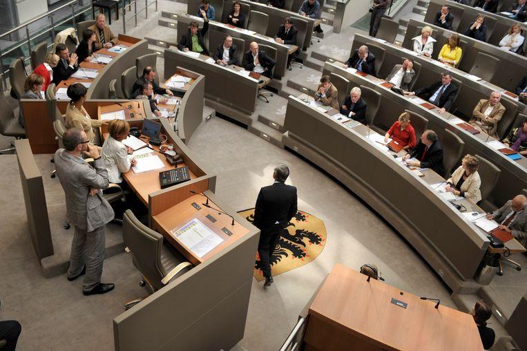 Het Vlaams Parlement. Hier wordt maandag weer gesproken over de uittredingsvergoedingen. Beeld Filip claus