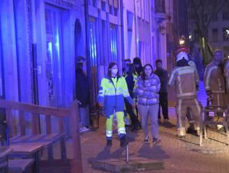 Twaalf bewoners gered door rookmelders bij brand in café De Negen Vaten