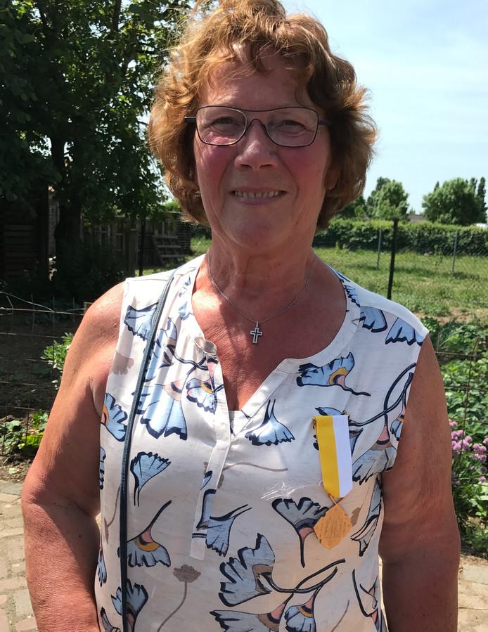 Marianne van den Boogaard kreeg de onderscheiding opgespeld.