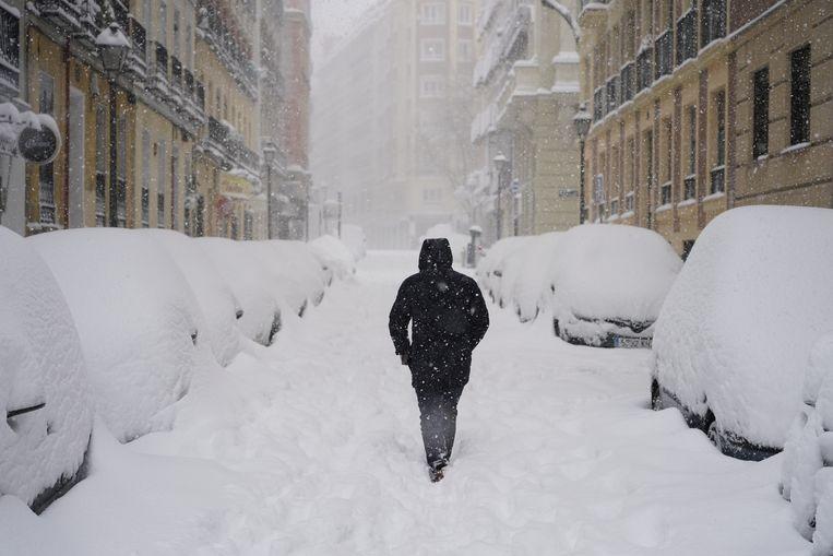 Sneeuw in de straten van Madrid. Beeld Reuters