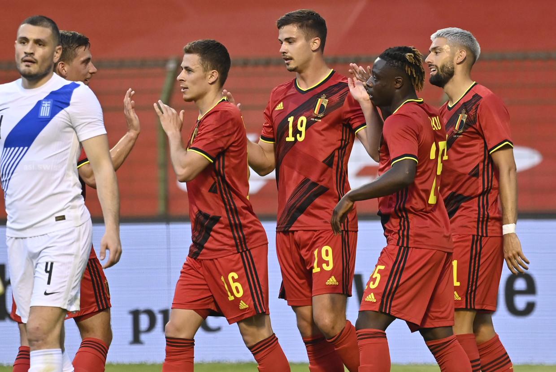Thorgan Hazard wordt gefeliciteerd met zijn goal tegen Griekenland, afgelopen donderdag. Meer doelpunten maakten de Rode Duivels niet. Beeld BELGA