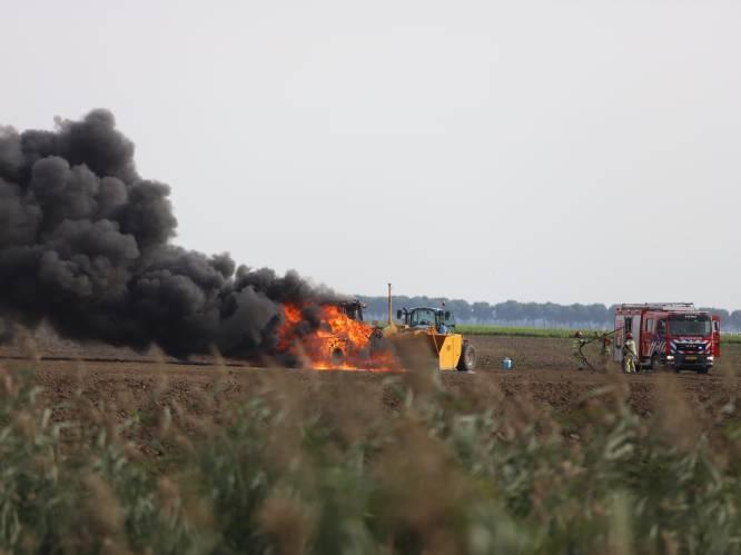 Boer Arend-Jan schrikt zich kapot in Zeewolde: z'n trekker brandt ineens als een fakkel