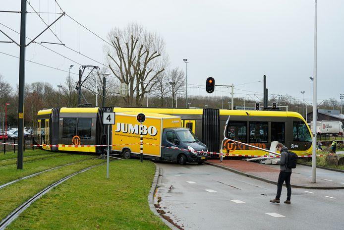 De ravage was groot na een botsing tussen een tram en een busje bij de halte Galgenwaard in Utrecht, in maart dit jaar.