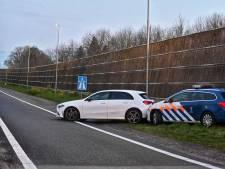 Vluchtende automobilist na achtervolging klemgereden door Marechaussee op A16 bij Rijsbergen
