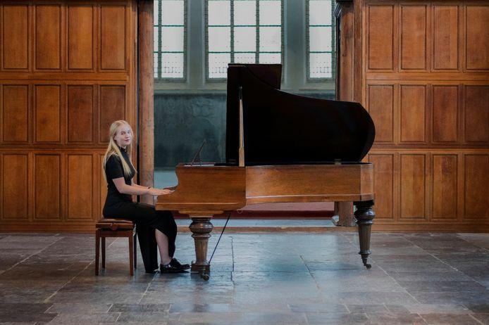 Pianist Lieke de Bondt brengt zaterdag haar eerste EP uit.