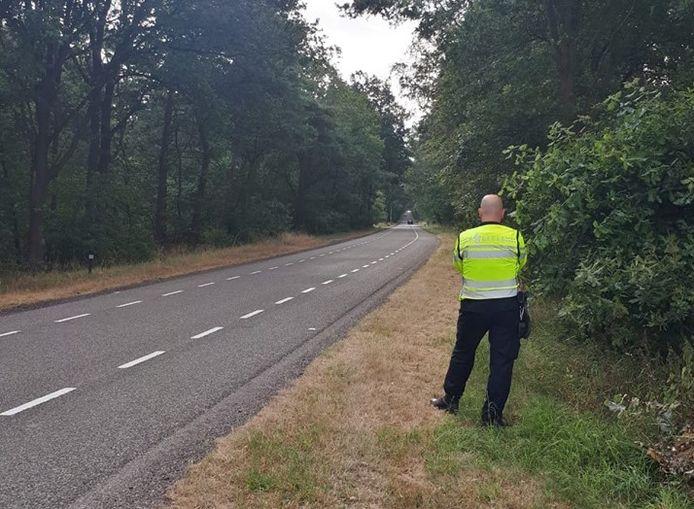 De politie houdt regelmatig snelheidscontroles op de Luttenbergerweg tussen Hellendoorn en Luttenberg. Op deze 60-kilometer weg werd donderdagochtend een Nijverdaller geklokt, die 140 kilometer per uur reed.