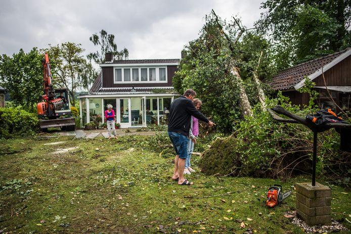 Stormschade in de tuin van Judith Beumer.