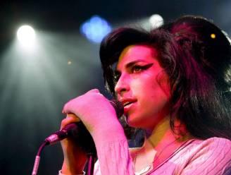 Garderobe en persoonlijke spullen van Amy Winehouse 10 jaar na haar dood onder de hamer