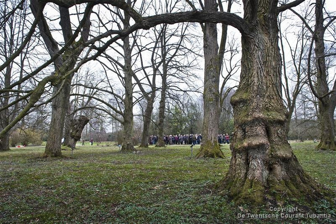 Het fietspad dat evenwijdig aan de spoorlijn door het arboretum Poort-Bulten loopt wordt 18 november officieel omgedoopt tot Ben Suelmannpad.