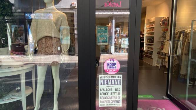 """Hasseltse winkeliers hangen affiches """"tegen discriminatie"""" in coronatijden, burgemeester Vandeput reageert kordaat: """"Duidelijke actie van antivaxers"""""""