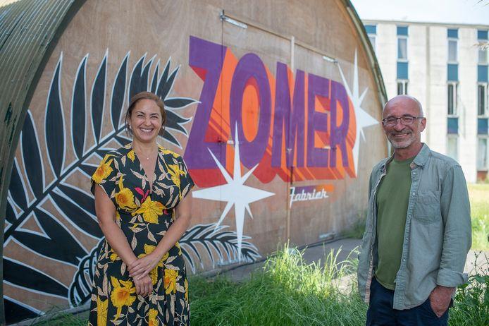 Cultuurschepen Nabilla Ait Daoud (N-VA) en organisator Patrick De Groote stralen, net zoals het programma van Zomer van Antwerpen.