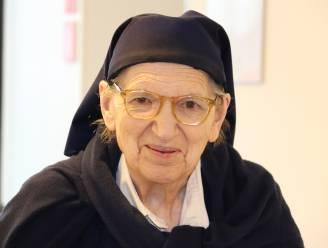 """PORTRET Laatste van de Zusters Maricolen van Deinze overleden: """"Borstkanker overwonnen en corona kunnen vermijden, maar val werd zuster Maria fataal"""""""