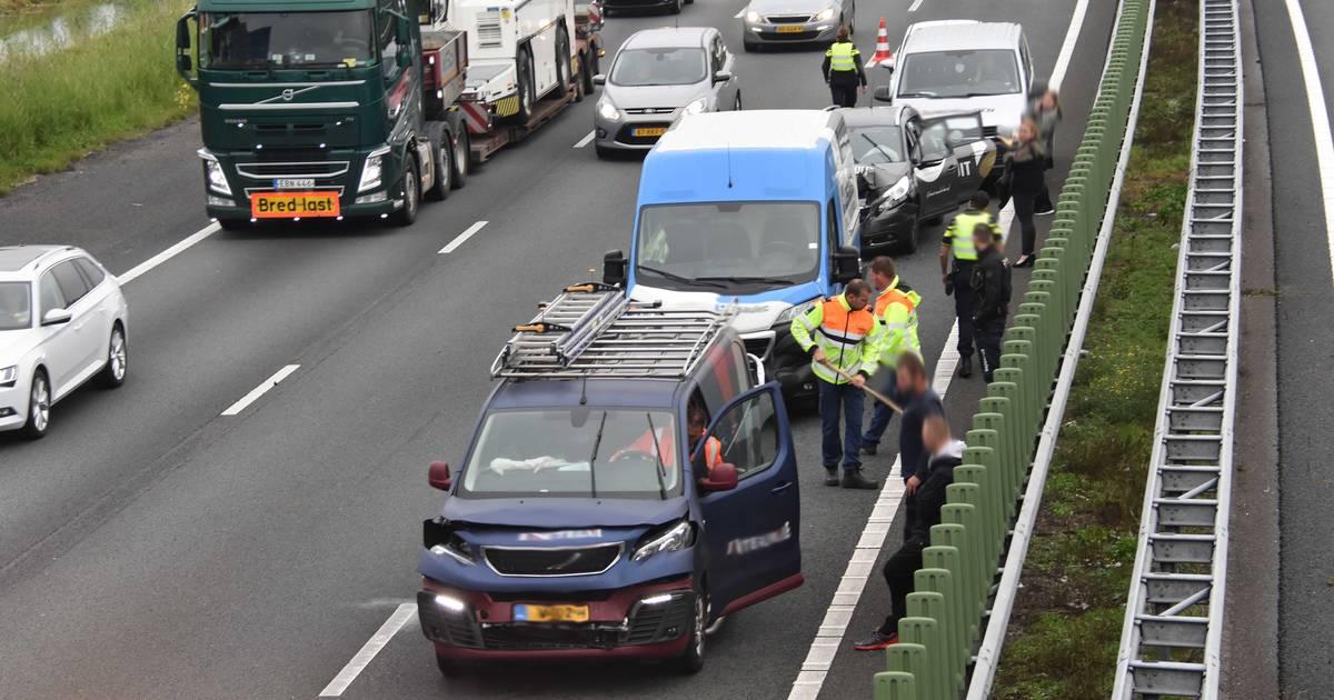 Zeven autos betrokken bij ongeval op A28: lange file.