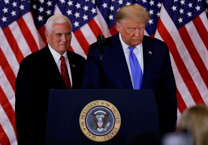 Vicepresident Mike Pence (l.) is niet van plan het 25ste amendement in te roepen tegen Trump en hem zo af te zetten. Straks zal Trump wellicht wel in beschuldiging worden gesteld, de eerste stap in de impeachmentprocedure.