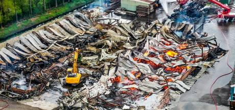 Ravage is enorm na verwoestende brand in houthandel: 'Ik ben alles kwijt'