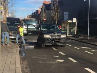 Terreinwagen knalt op Mini Cooper in Izegemse centrum