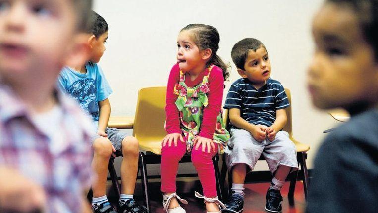 Op de Dr. J. Woltjerschool in Rotterdam leren twee- en driejarigen spelenderwijs rekenen en taal. Beeld anp