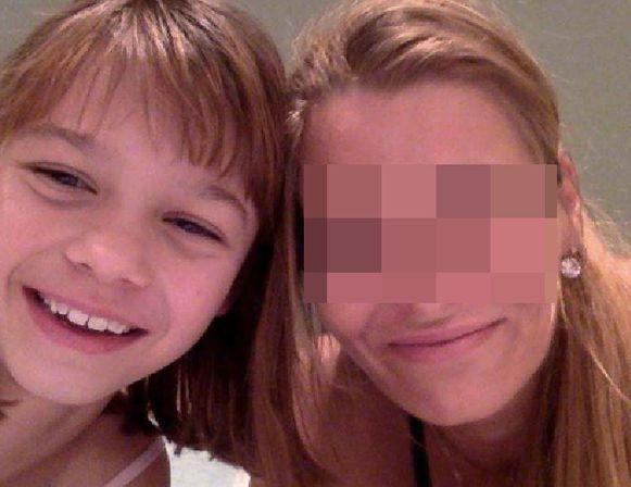 Kiana (13) met haar moeder, Riki H. (39). De laatste tijd waren er veel ruzies, volgens de buren
