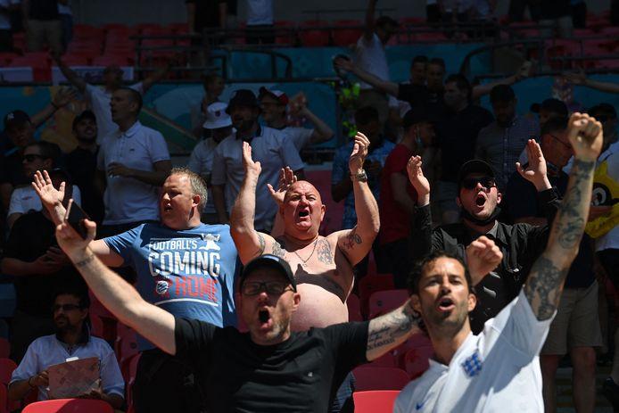Engelse fan brengen de stemming erin op Wembley.