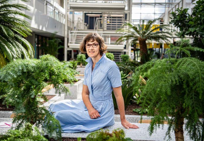 Annemieke Kuin kreeg na twaalf jaar kankeronderzoek de behoefte om een stap dichter bij de mens te komen.
