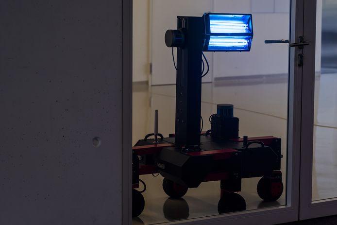 Een UV-C-robot aan het werk in Zwitserland.