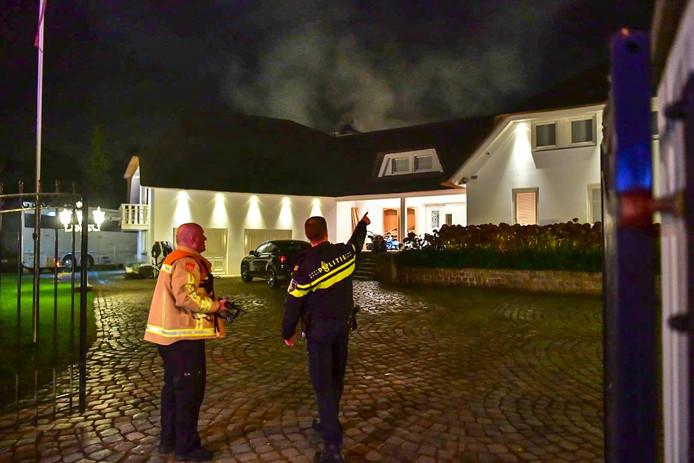 De villa in Geldrop waar de brand woedt.