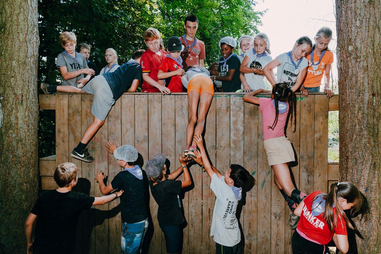 Jongeren zijn op kamp met Kazou. Beeld Illias Teirlinck