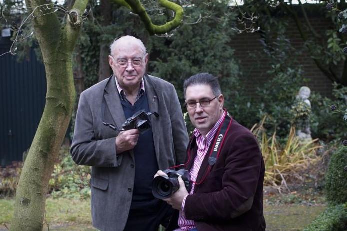 Pierre (l) en Ton van de Meulenhof hebben hun hart verpand aan de fotografie. Sinds 50 jaar levert hun fotopersbureau foto's voor de krant. Jaarlijks zijn dat er circa 7500. foto Kees Martens